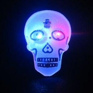 Light Up Skull Flashing Pin Body Light